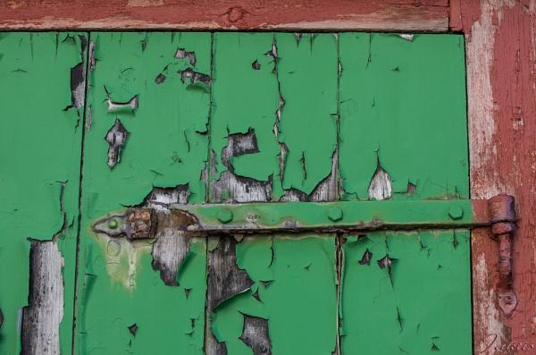 A door hinge by jaktis