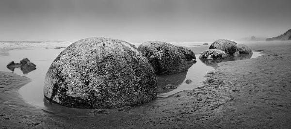 Moeraki boulders by KMRennie