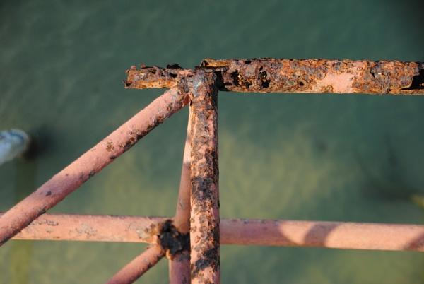 Rust & water... by Chinga