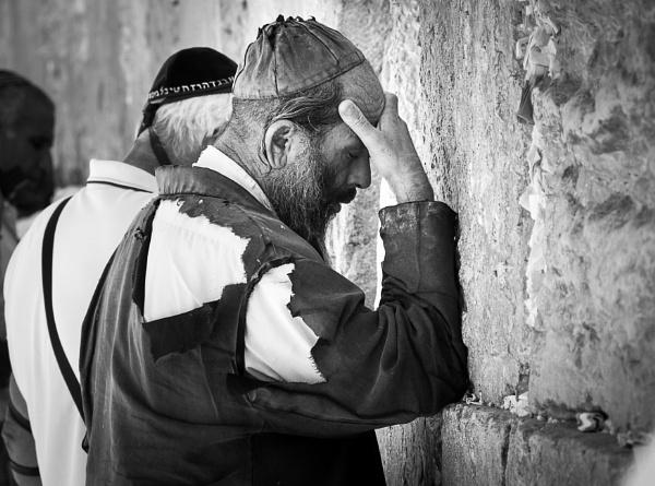 Prayer at the Western Wall - Jerusalem by netz