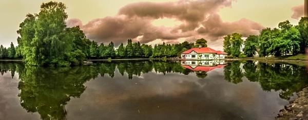 Rouken Glen Park by WalidD300