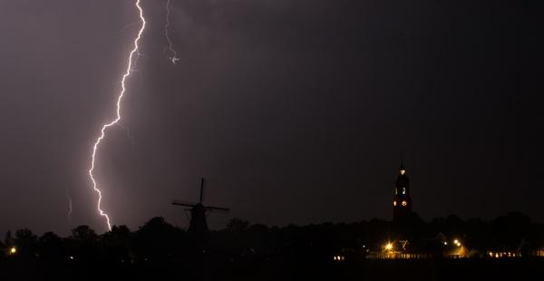 Lightning above Eenrum Holland by burd
