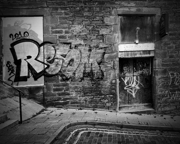 Side Street Graffiti by GeorgeBuchan