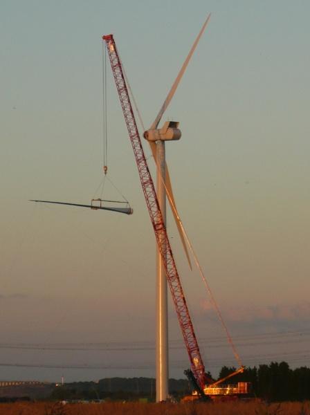 Turbine 19 Keadby Windfarm by longhoss