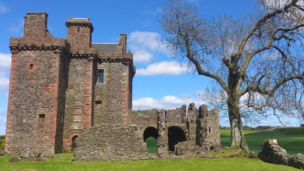Balvaird Castle by kaylesh