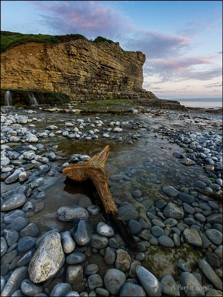 cliffs on the coast by zapar40