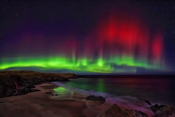 Northern Lights through the plough by SteveBB