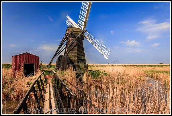 Norfolk windmill by Dwaller