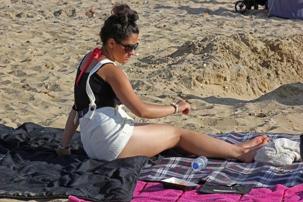 Girl on Beach by fcc