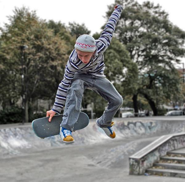 Skateboarder by malburns