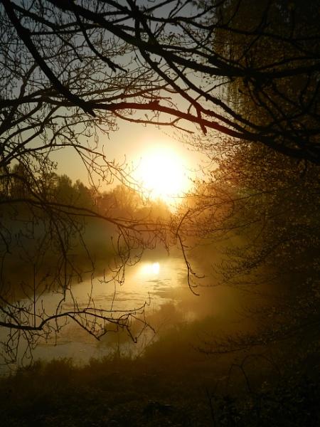 Sunrise on the Stour.. by denbo