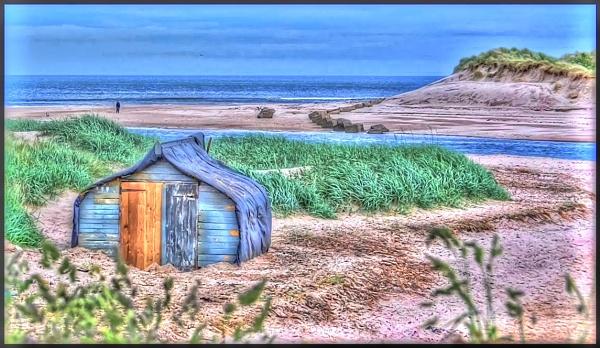Hut on the beach. by lenocm