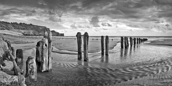 Sandsend groynes by YorkshireSam