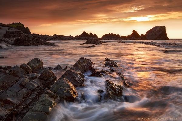 Fiery seas by Tynnwrlluniau