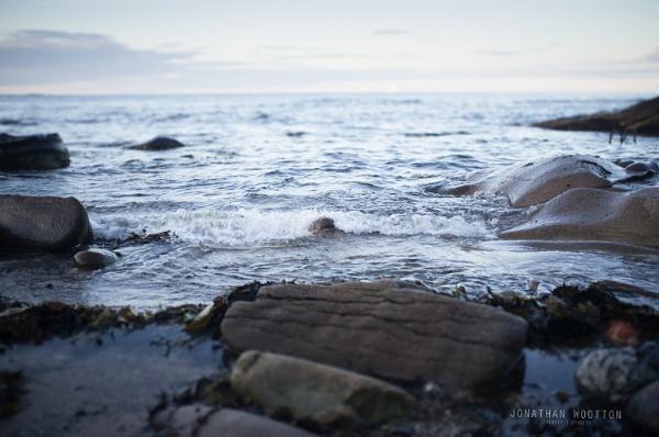 Waves at Seahouses by jonathanwo