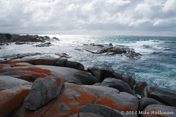 The rocks of Binalong Bay, Tasmania by DRGW497