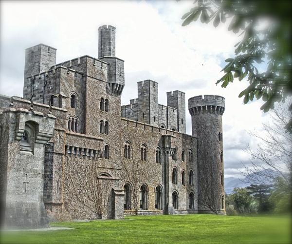 Penrhyn Castle, Angelsey by renoops