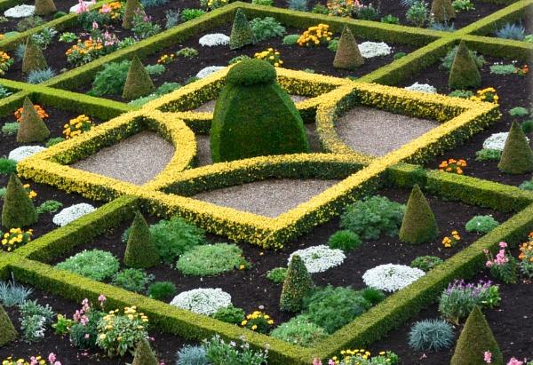 Formal Gardens. Hanbury Hall by Suzicoo