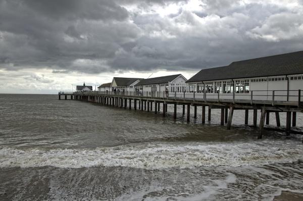 Southwold Pier by yamahaman