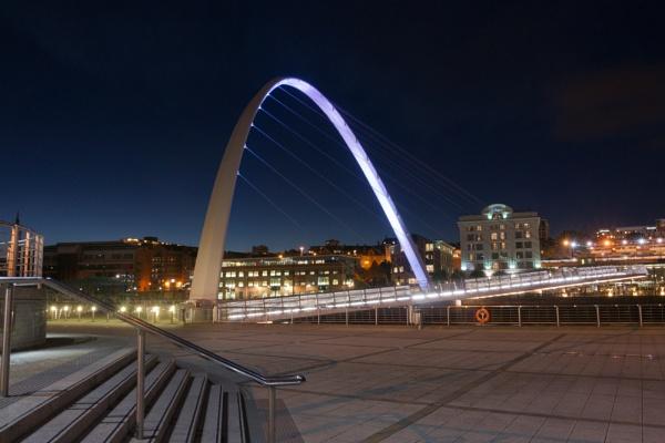 The Gateshead Millennium Bridge by IanBritton