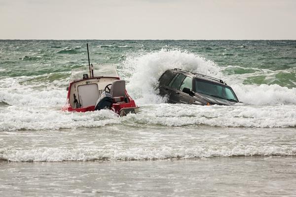 Drama on Tywyn Beach by sherlob