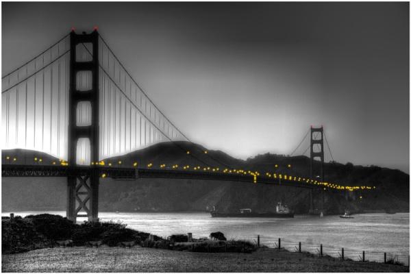Golden Gate Bridge Mono (ish) by iancatch