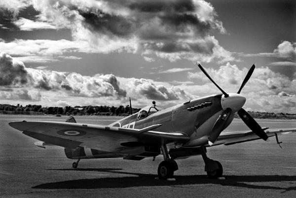 Spitfire IX by RTR