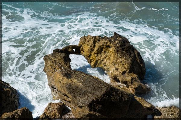 Rock & Sea by GeorgePlatis