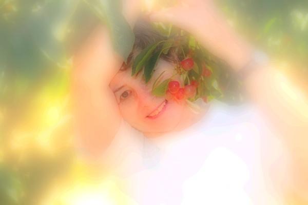 Mo picking cherries by fotobee
