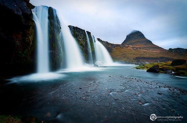 Kirkjufell Falls by Emu72