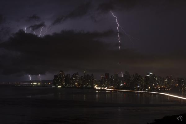 Lightning over Panama II by luigitoi