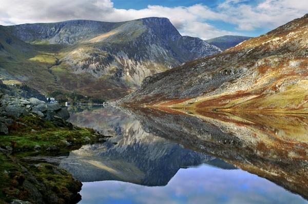 Llyn Ogwen, Wales by Tobytoes