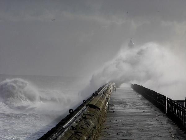 sea breach by paulpirie