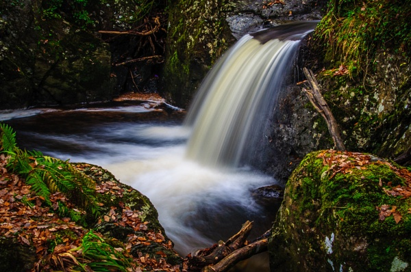 Water, rock and moss 02 by seahawk