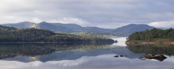 Loch Beinn a\' Mhaedhoin Miist by iainmacd