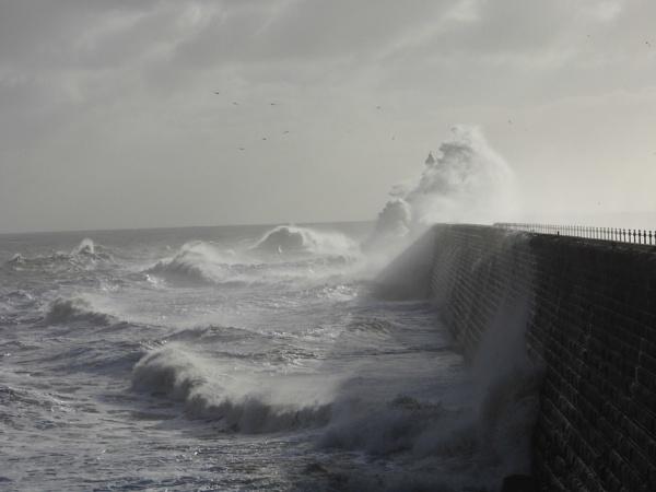 the sea by paulpirie