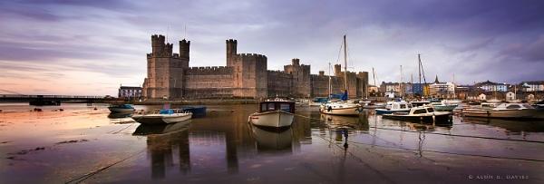 Castell Caernarfon by Tynnwrlluniau