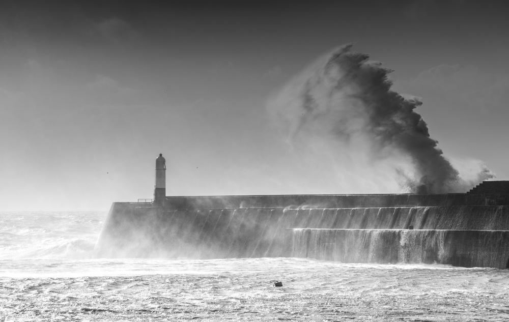lighthouse porthcawl pier huge - 1000×633