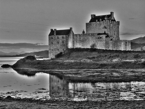 Eilean Donan Castle by david321