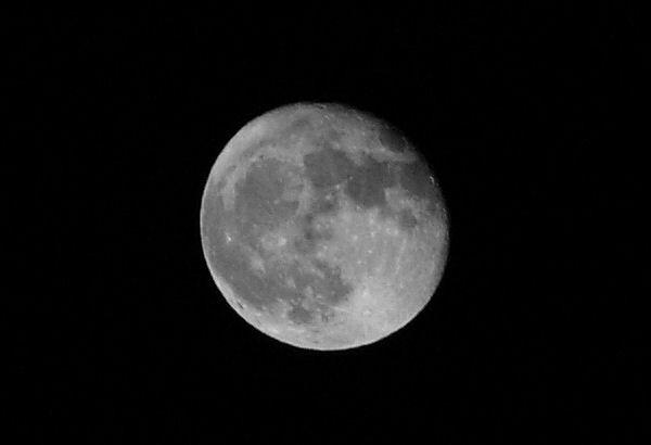 Moon by peterkin
