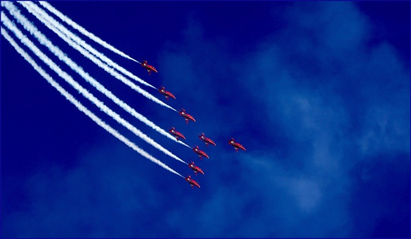 Red Arrows-Sequence continued. by Badgerfred