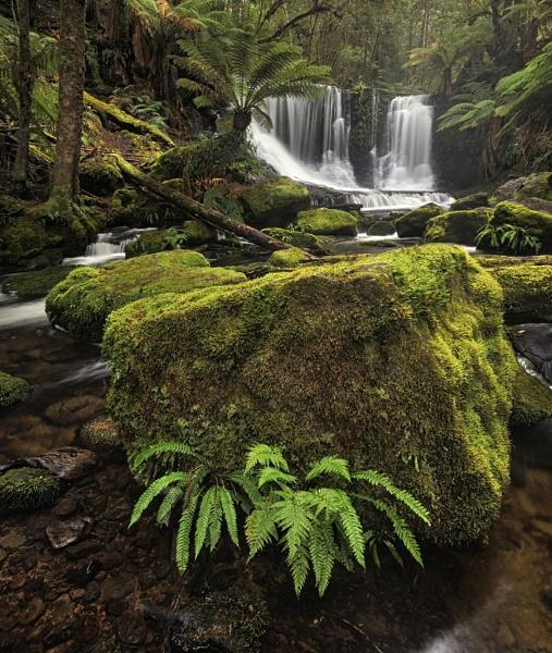 Horseshoe Falls by Walkthru