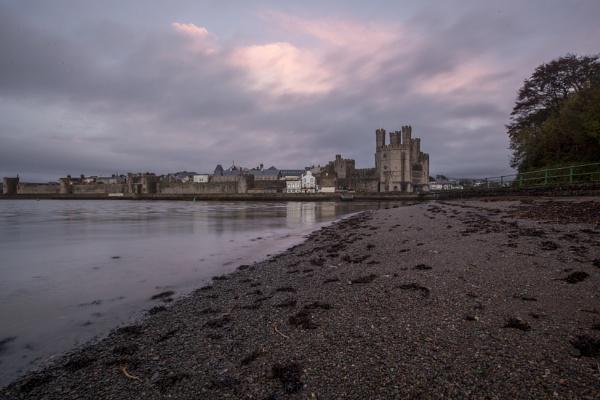 Caernarfon Castle at dusk by ianto