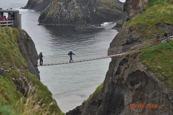 Carrick-a-Rede Rope Bridge by spud18