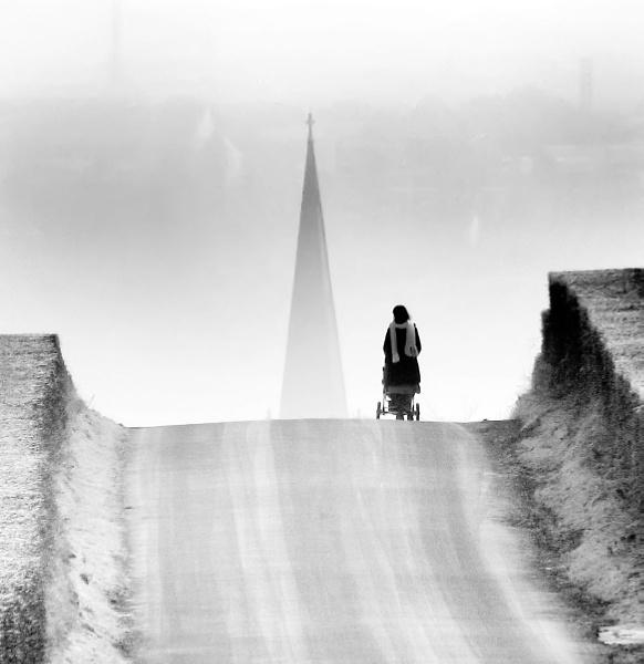 Groarty Road, Derry by Declanworld