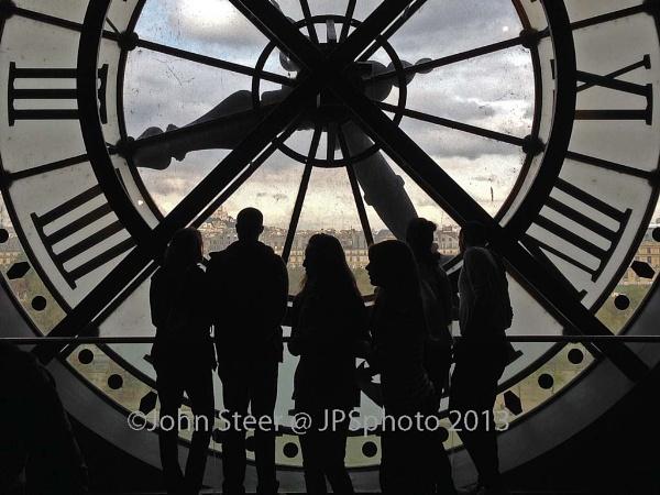 Passing the time - Paris by SkySkape