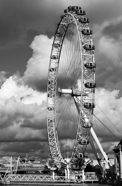 London Eye by St_Fuagowi