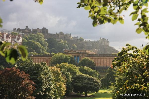 Edinburgh Castle by desbarnio