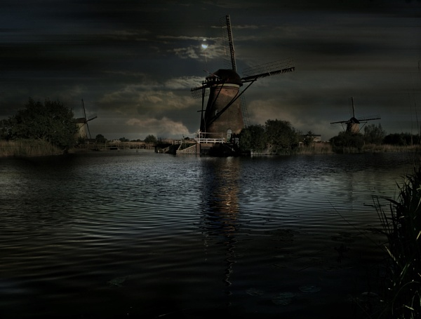 Evening at Kinderdijk. by colijohn