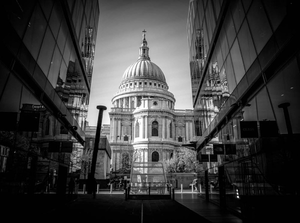 St Paul\'s Cathedral by sdb